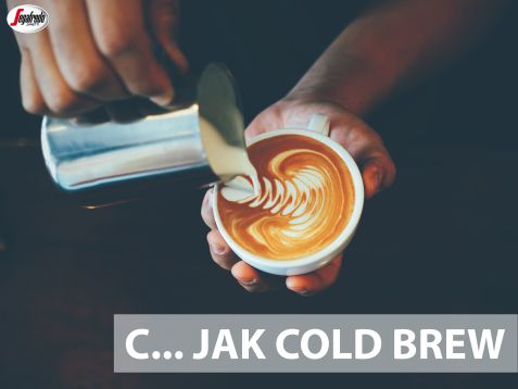 """Dziś porcja wiedzy dla kawoszy ciekawych nowych smaków. Cold brew to alternatywna metoda """"parzenia"""" kawy na zimno. Uzyskiwany w niskiej temperaturze ekstrakt cechuje intensywność aromatu i głęboki, lekko słodkawy smak. Spróbowalibyście tak przyrządzonej kawy? #segafredo #segafredozanetti #segafredozanettipoland  #kawowysłownik #kawowetrendy #coldbrew #parzenienazimno #kawa #coffee #coffeetrends"""