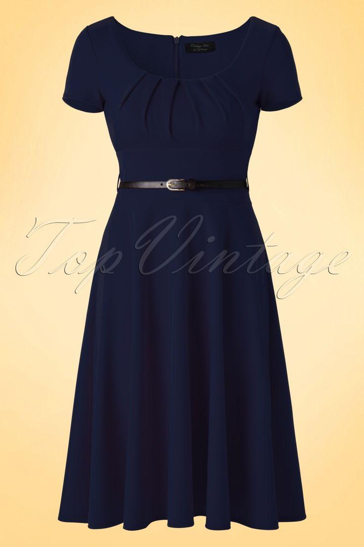 Ga voor een dagelijkse look of trek je mooiste high heels aan en draag deze 50s Marcella Short Sleeves Swing Dressnaar een feestje!  Every girl needs a little blue dress! Elegante ronde halslijn met flatterende plooitjes bij de buste, zwart ''faux'' lederen riempje en een zwierige, flatterende semi-swing rok voor een vrouwelijk silhouet; Marcella heeft het allemaal! Uitgevoerd in een licht stretchy, donkerblauw stofje voor een prachtige pasvorm. Ga los met accessoires of hou het simpel...
