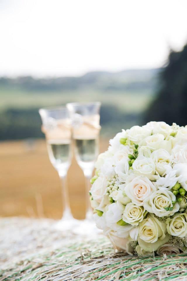 Svatební služby můžete objednat na petra.svobodova@mojeparty.cz