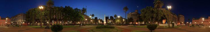 Plaza de Mayo a noche