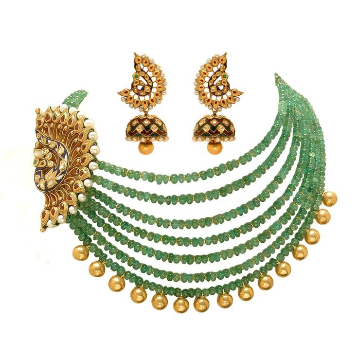 Emerald stands with side pendant and earrings
