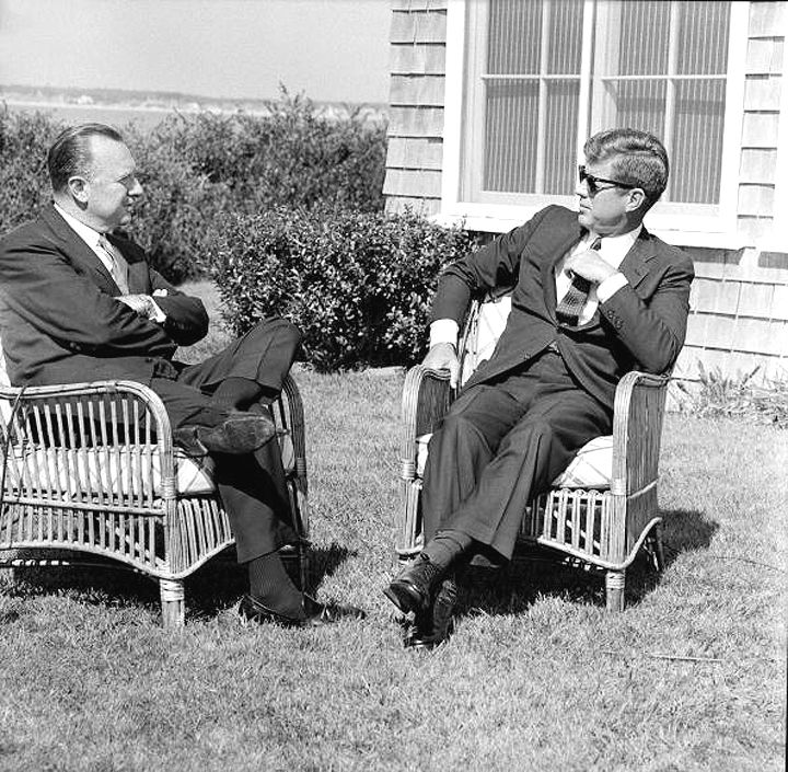 1963. 2 Septembre. Walter Cronkite interviews President Kennedy for the CBS news
