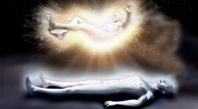 """El cordón de plata es el enlace energético entre nuestro cuerpo astral y nuestro cuerpo sútil. Muchos son quienes, en sus experiencias cercanas a la muerte o en sus viajes astrales, han afirmado ver este """"cable de luz"""" que los une a sus cuerpos físicos, y que por lo general solo se corta cuando experimentamos la muerte física"""
