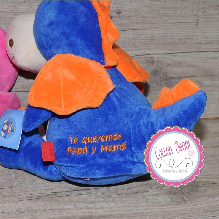 Dragón azul de peluche personalizado que puedes hacer único con tu mensaje y será un recuerdo para toda la vida. Ideal para regalar en cualquier ocasión.