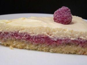 Dessert réalisé pour l'anniversaire de mon Chéri et très largement inspiré du tourbillon d'Eryn. Ingrédients pour un gâteau: La base aux amandes : - 3 oeufs - 80 g d'amandes en poudre - 10 g de maïzena - 80 g de sucre - 1 cuillère à café de levure chimique...