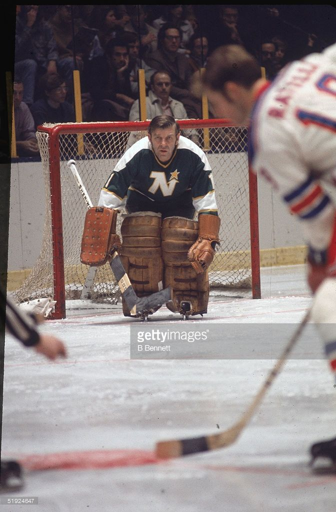 canadian-hockey-player-lorne-gump-worsley-goalie-for-the-minnesota-picture-id51924647 (672×1024)