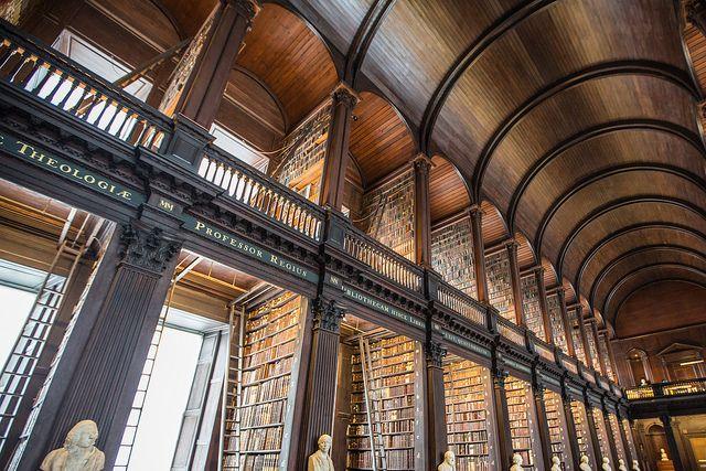 トリニティ・カレッジ図書館/ダブリン大学(アイルランド)   世界の図書館.com