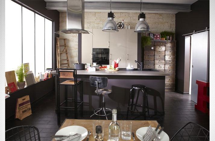 une cuisine industrielle pour un loft parisien