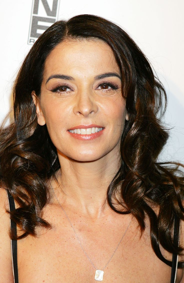 annabella personals See all annabella sciorra's marriages, divorces, hookups, break ups, affairs, and dating relationships plus celebrity photos, latest annabella sciorra news, gossip, and biography.