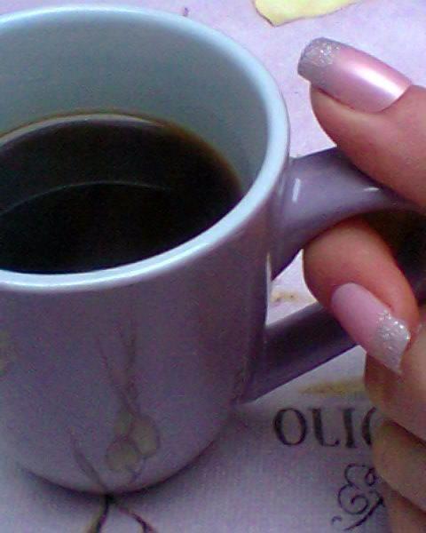 """Mon café <3 c'est sacré :) il y a beaucoup d""""avis contradictoire sur le café mais le café est une boisson riche en antioxydants,anti migraine bien connu aussi serait bon pour la prévention du cancer de la peau ,bu sans lait et sucre il est meilleur à la santé. Les grands buveurs de café risquent moins le diabète. La meilleure façon de le faire est à la turc..."""