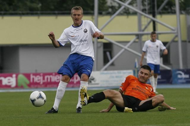 Stal Mielec zremisowała z Puszczą Niepołomice 3-3 w wyjazdowym meczu 20. kolejki drugiej ligi. W ostatniej minucie sędzia odgwizdał kontrowersyjnego karnego dla gospodarzym, a w doliczonym czasie gry padły jeszcze dwa gole.