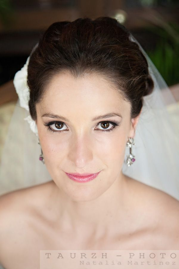 retrato de novia, aretes de la novia, peinado novia, arreglo de la novia, getting ready, bride portrait, mexico wedding photographer, mexican wedding photos