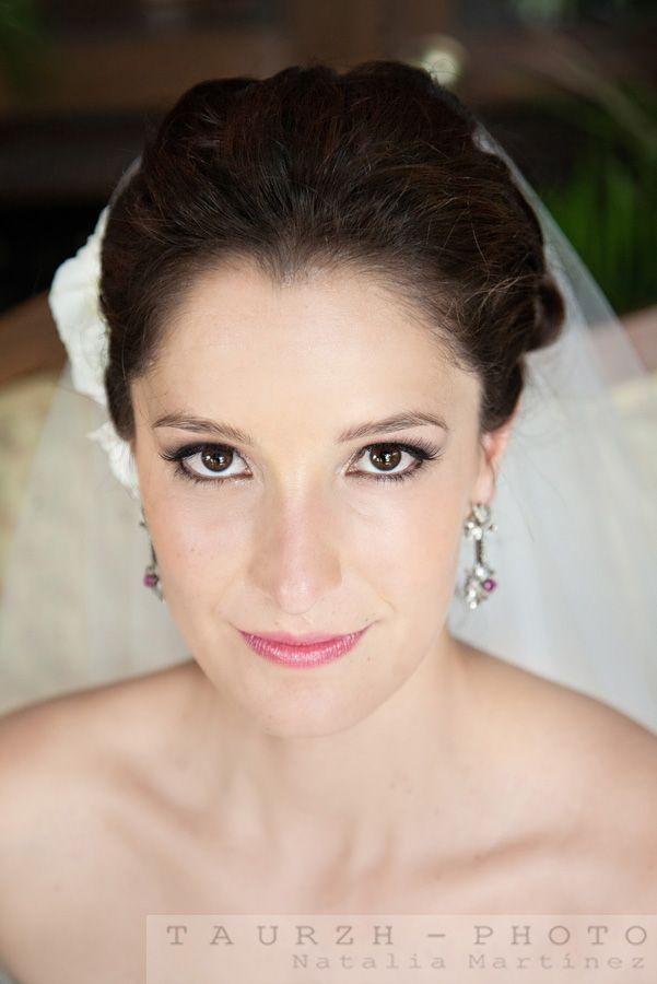 retrato de novia, aretes de la novia, peinado novia, arreglo de la novia, getting ready, bride portrait, mexico wedding photographer, mexican wedding photos