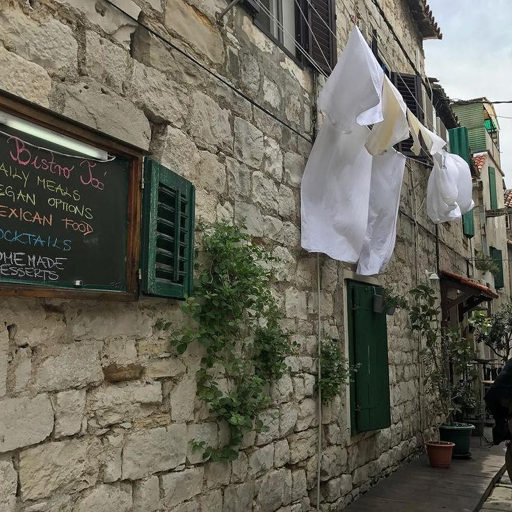 Old Town in Split has a lot of small streets that are charming. All the restaurants we have tested served good food. If you love seafood then you will love Croatia. #travelblogger #CroatiaFullOfLifeSplit #reiseblogger #croatia #tourism #tourism