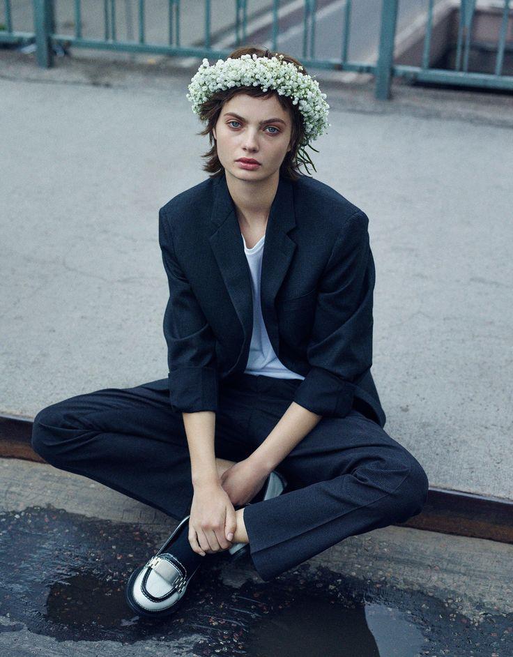 How to wear a true midsummer Swedish flower crown