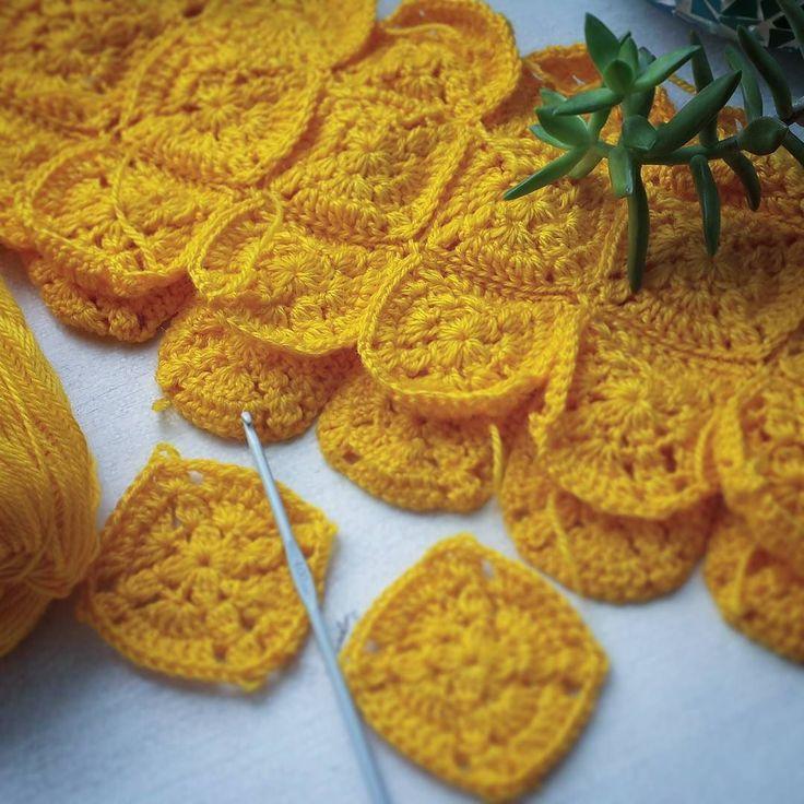 """С этим платьем у меня самые не простые отношения. Оно было практически готово но чувство удовлетворения не вызывало - такие вещи мне точно не нужны  Попробую еще поиграться с мотивами и """"поискать"""" женствееный силуэт  А у вас были творческие разочарования? #crochet #crochetlove #crochetpattern #crochettop #crochetdress #yarn #cotton #summercrochet #grannysquare #handmade #ilovecrochet #crocheting #haken #Hæklet #crochê #uncinetto #virka #etsy #etsyowner #crochetseller #crochetinspiration…"""