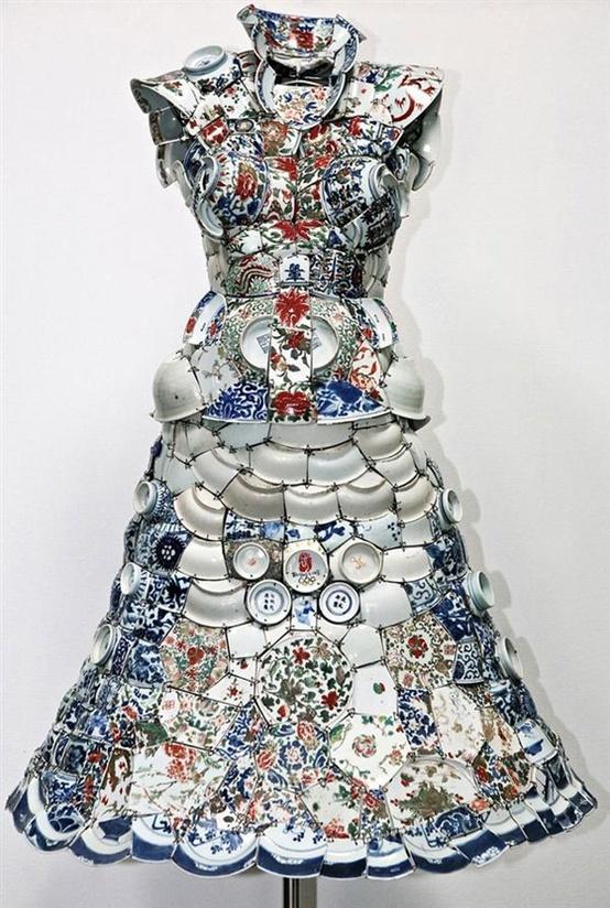 Li Xiaofeng é conhecido por suas exuberantes esculturas construídas a partir de pedaços de porcelana