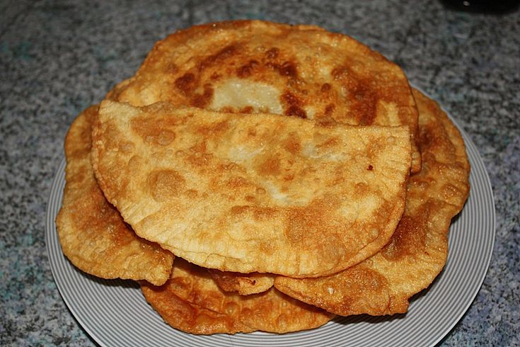 Tschebureki, ein gutes Rezept aus der Kategorie Frittieren. Bewertungen: 104. Durchschnitt: Ø 4,3.