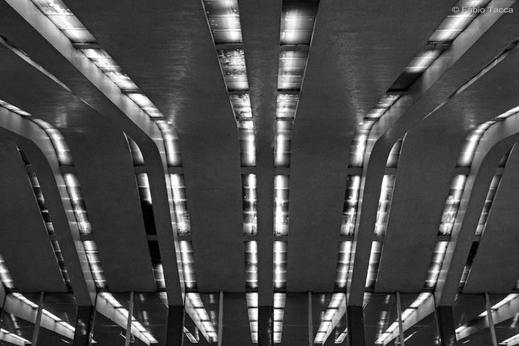 """https://flic.kr/p/BrAiVb   vie di luce   Pensilina """"il dinosauro"""", Stazione Termini Roma"""