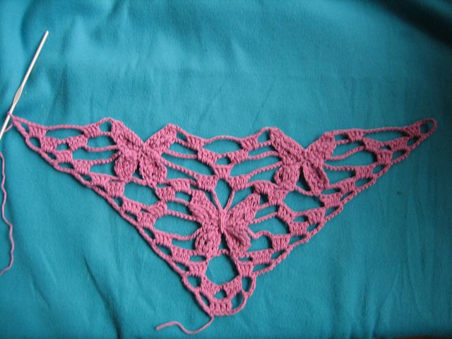Free Crochet Pattern For Butterfly Shawl : Ravelry: Virkad Fj?rilssjal / Butterfly Shawl pattern by ...