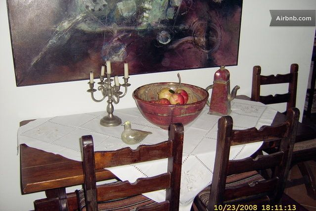 Diner-table for 6 persons.