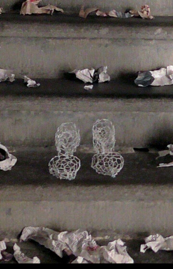 Camminare in ..rete  scultura in rete zincata