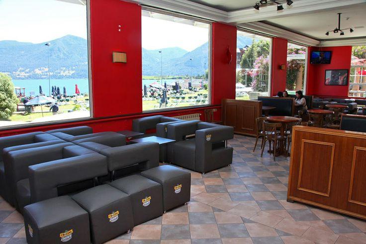 La vista de la terraza de Enjoy Pucón desde Jokers Sport Café.