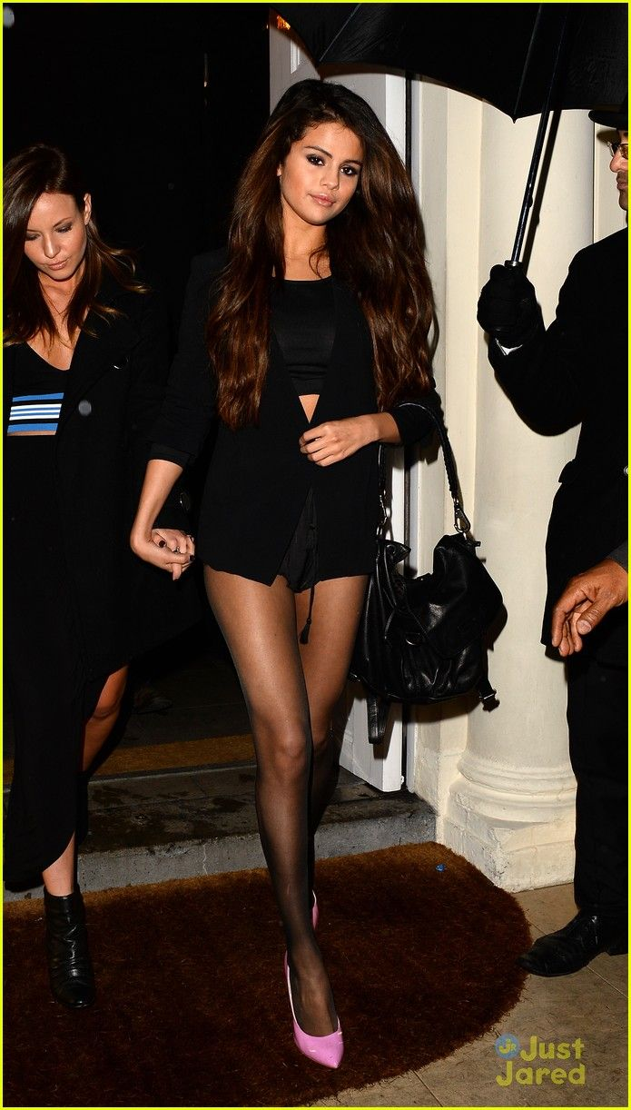 Selena Gomez & Samantha Droke Get Dinner in London! | selena gomez shows off legs for days on night out in london 01 - Photo Gallery | Just Jared Jr.