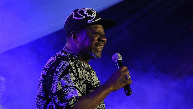 Papa Wemba est mort en terre africaine ce dimanche matin, en Côte d'Ivoire, lui qui avait porté haut sur tous les continents les musiques de son