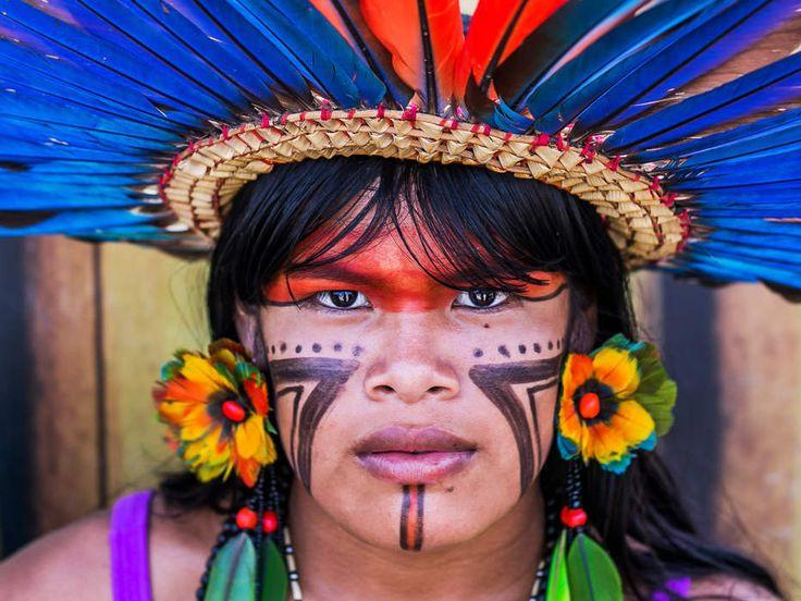 Índia desfila durante a mostra Cunhã Porã, que significa 'mulher bonita', durante os Jogos Mundiais dos Povos Indígenas