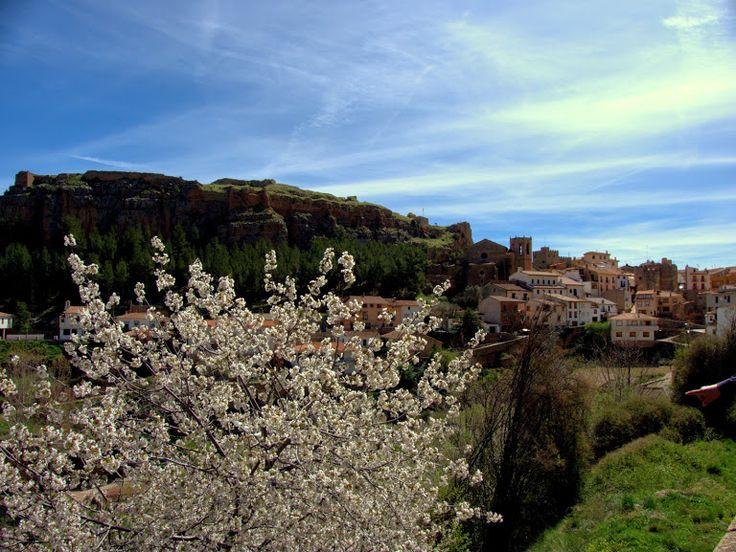 """Alpuente 2015 04: vistas de Alpuente y su castillo desde """"el muro""""."""