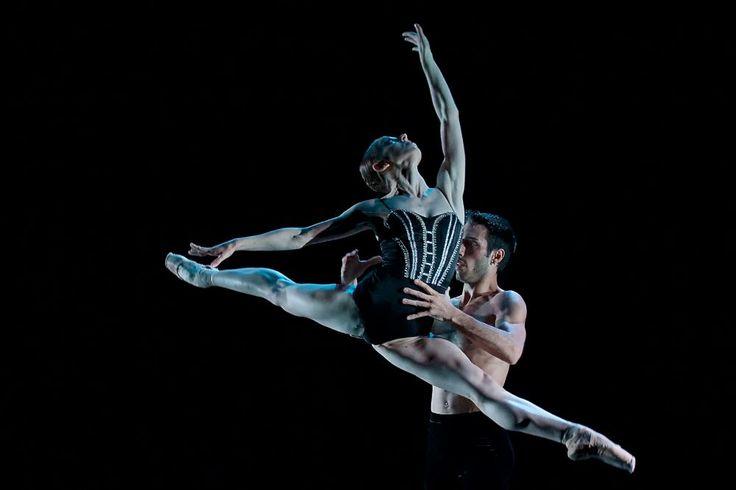 Photo gallery of Czech National Ballet's triple bill: Rain, Vertigo and Cacti - Francesco Scarpato and Alina Nanu in Vertigo
