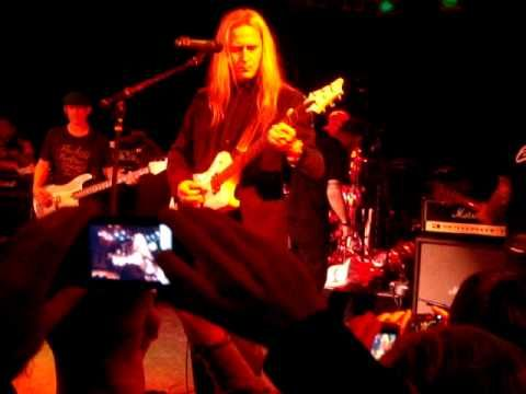 "▶ Corey Taylor ""Would"" Alice in Chains with Jerry Cantrell & Camp Freddy 12-18-09 - YouTube"