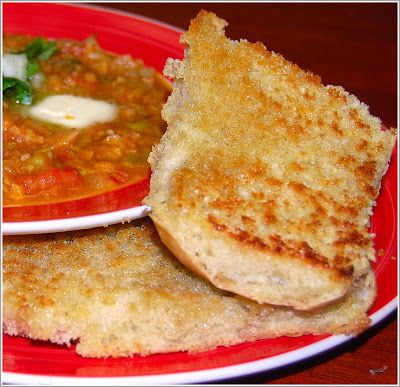A recipe for healthy pav bhaji, a delicious street snack from my bustling hometown, Mumbai. The post includes a recipe for a very authentic ladi pav.