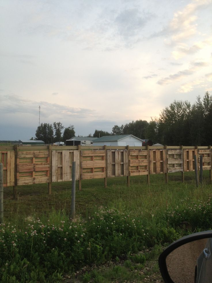 Fence Made From Wood Pallets Repurposed Pallet Projects