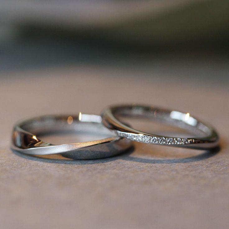 Ringe von unterschiedlichem Design, aber mit einer zentralen Verengung, fließt …   – Ringe