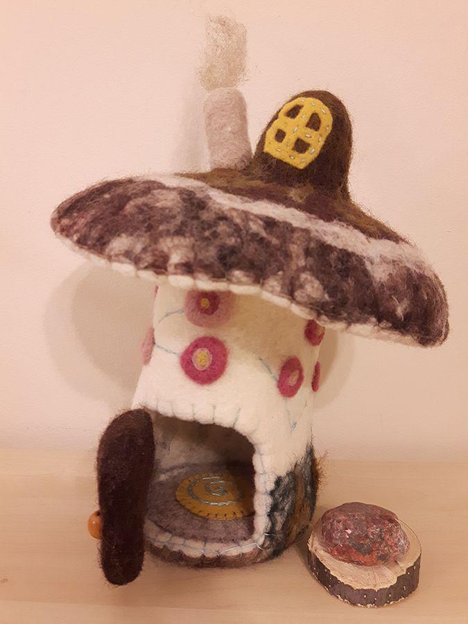 Tutorial – Needle felted mushroom house – Part 1