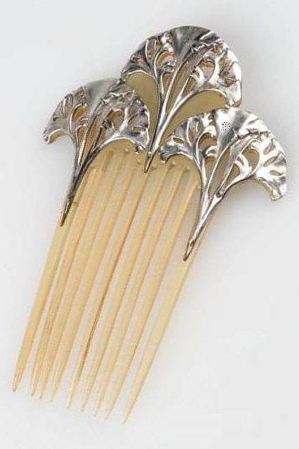 An Art Nouveau silver and horn hair comb, by Lucien Gaillard, Paris, circa 1906. #Gaillard #ArtNouveau #comb