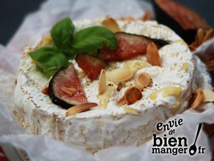 Camembert fondant aux figues et aux pignons