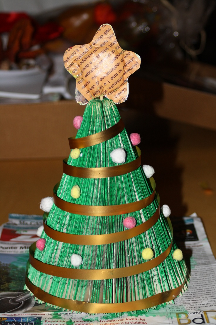 Christmas Tree with old book - Tutorial on the Blog http://aromaofpatchouly.blogspot.it/2012/10/albero-di-natale-fatto-con-un-libro.html