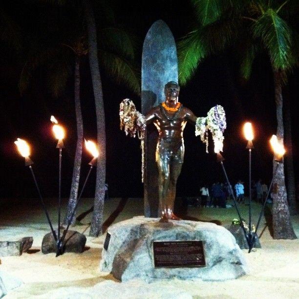 Duke Paoa Kahinu Mokoe Hulikohola Kahanamoku. #waikiki #honolulu #hawaii
