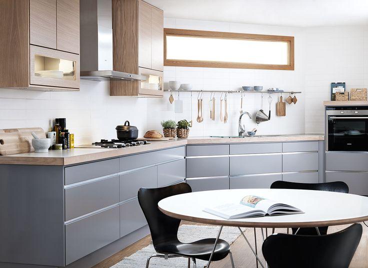 Leter du etter grått kjøkken? Kjøkkenserien Line fra Drømmekjøkkenet finnes i flere ulike grånyanser. Finn kjøkkeninspirasjon hos Drømmekjøkkenet!