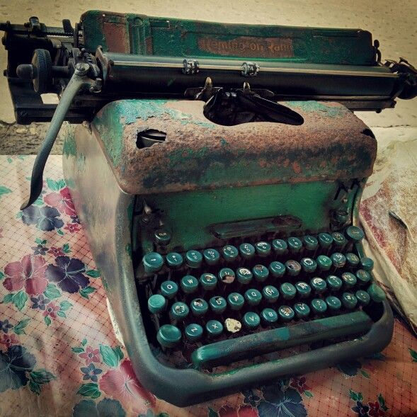 Vintage typewriter still in use at the Calcutta High Court. Many a fate has been written by this one! Vintage#typewriter#kolkata#india