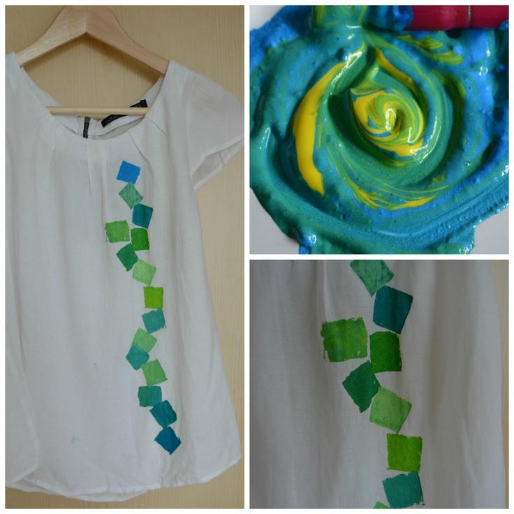 Block printing on blouse - diy http://www.cuvintesiculori.com/2013/06/diy-primele-mele-picturi-pe-haine-my.html