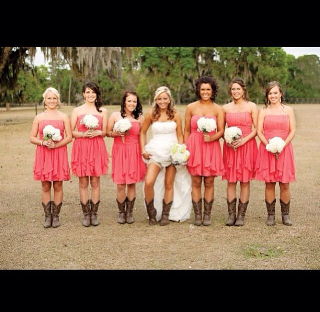 Rustic country wedding. Cute! But I think I'd have my bridesmaids wear turquoise :)