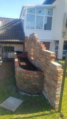 Sichtschutz mit Hochbeet aus alten Ziegeln Bauanleitung