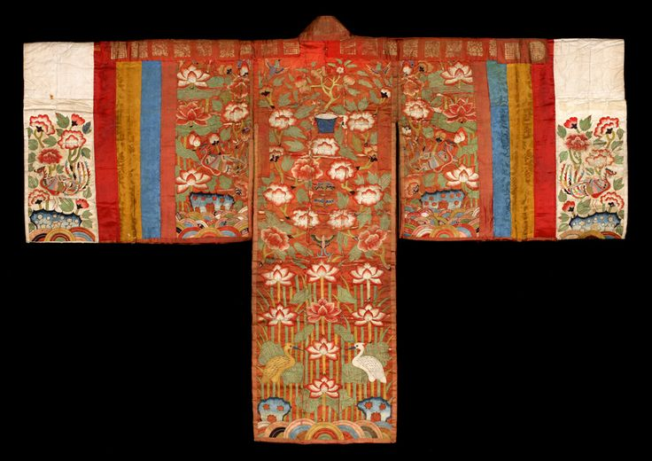Hwarot is a type of Korean traditional clothing worn by royal women for ceremonial occasions during the Joseon period. Later it was worn by commoners as a wedding gown. Today, it is still worn by brides during the wedding ceremony. Hwarot is colorful and lavishly decorated. The cloth is woven with colorful embroidered designs and symbols for longevity, great fortune, and a happy marriage.