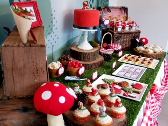 Little Red Riding Hood Birthday Party, amazingly cute!