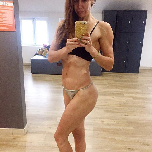 Whepppaaa heerlijke #workout gehad! Nu snel haasten want moet zo werken. Normaal train ik nooit zo vroeg. Maar ik was al heel vroeg wakker. Nu snel naar huis en wat eten en op naar mijn werk! Fijne dag 💋#kim1975 #fitbody #flexxfitness #dutchbodybuilding #dutchfitness #dutchmodel #legfordays #fitdutchies #fitover40 #fitnessbody #fitnessmodel #fitnessbikini #booty🍑 #musclebarbie #musclepump #musclecar #bosslady #bossbabe #dessousmodel #shapeyourbody #youcantstopme #youcantfakestrong…
