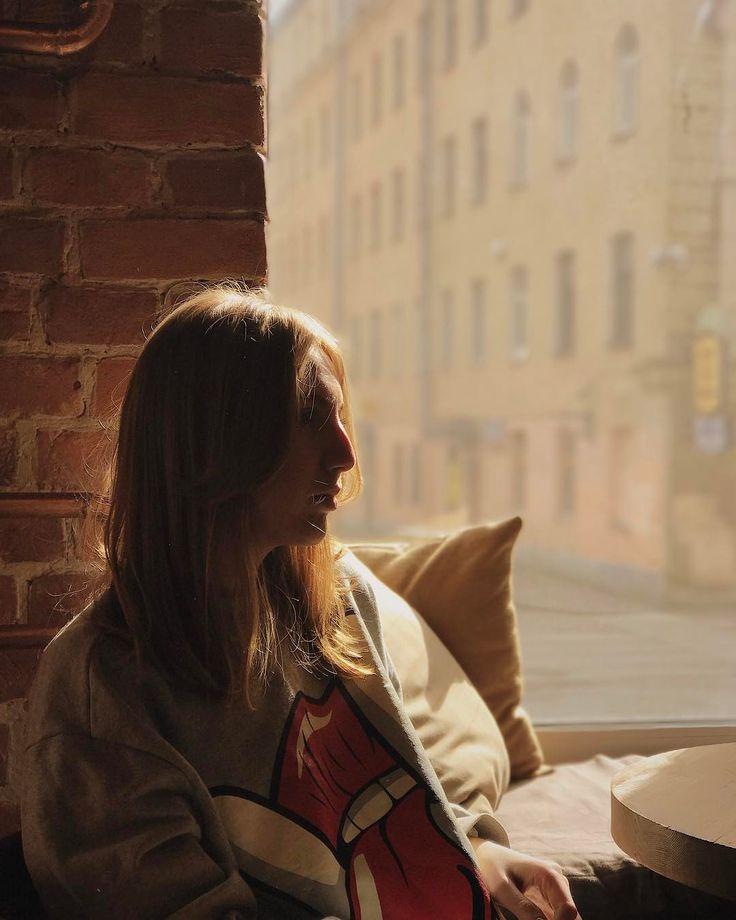 Завтракали в @bakalavriatbar  Вкусно все как я люблю. Если вы не адепт листа салата на завтрак то pulled pork бомбический чизкейк или банановый пудинг и конечно кофе от @owlcoffee_spb утром солнце застенчиво смотрит в окна не решаясь пробраться внутрь. Оттого внутри особенно уютно и спокойно. @masha_paradnaya спасибо за меню то что надо #бакалавриат #гедонизмпоутрам #новоеместо #завтракиспб #завтраки #breakfast #spb #piter #банданазавтракае